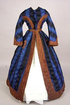 Blue silk trimmed in brown wrapper civil war era fashion Love the blue plaid fabric Victorian Gown, Victorian Fashion, Vintage Fashion, Antique Clothing, Historical Clothing, Vintage Gowns, Vintage Outfits, Old Dresses, Dresses For Work