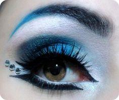 blue white eye makeup