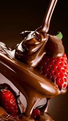 This is Unforgettable thing . Chocolate Covered Fruit, Chocolate Strawberries, Love Chocolate, Chocolate Lovers, Reference Photos For Artists, Cake Wallpaper, Fruit Photography, Valentine Chocolate, Food Menu