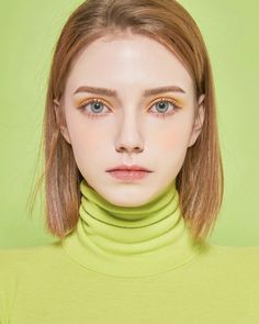 10 Teen Makeup that are Perfect for Daily Activities - Looking for teen makeup inspiration? Here are ten ideas that you can wear daily! Enhance your natural beauty and be done in seconds! Aesthetic People, Aesthetic Girl, Girl Face, Woman Face, Mode Grunge, Makeup For Teens, Teen Makeup, Model Face, Tips Belleza