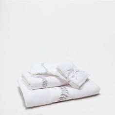 TOWEL WITH SHIMMER THREAD EMBROIDERY - | Zara Home Netherlands. Face towel 2eur, Hand towel 4eur. WC?