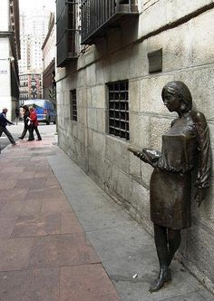 Statue of Julia Street Pez, Madrid sculptor Antonio Santin Julia Benito created Bronze Sculpture, Sculpture Art, Metro Madrid, Art Actuel, Madrid City, Spain And Portugal, Andalusia, Spain Travel, Ancient Art