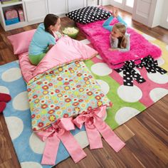 adorable sleeping bags @Kylea Ashley would matti like this for xmas?!?! I think theyd be so fun for all three girlies!!
