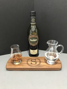 Monogrammed Glencairn Glass & Pitcher (Jug) Serving Tray Set - Solid Walnut - Whisky Whiskey Bourbon Scotch Flight - Coaster - Gift for Him Whisky Tasting, Wine Tasting, Bourbon Whiskey, Scotch Whisky, Gifts For Boss, Gifts For Him, Color Streaks, Tasting Table, Glass Pitchers
