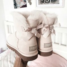 Best uggs black friday sale from our store online.Cheap ugg black friday sale with top quality.New Ugg boots outlet sale with clearance price. Cute Shoes, Me Too Shoes, Cute Uggs, Classic Fashion Trends, Fashion Ideas, Ugg Snow Boots, White Ugg Boots, Ugg Boots With Bows, Look Body