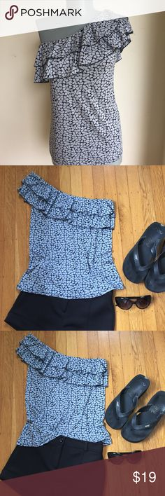"""Old Navy Black and Gray Top Old Navy Black and Gray  Long Top. Asymmetrical Neck line. Color represented well pic 1. Flat lay measurements. Between underarms 16"""".  Length 24 1/2"""". Stretchy fabric. Good condition.  So Pretty.  I heart this Top. FIRM PRICE. Old Navy Tops Blouses"""