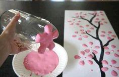 bloemen verven met de onderkant van een fles. Door martine87