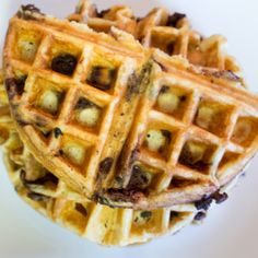 Chocolate Chip Waffles *note to self use less chocolate* National Waffle Day, How To Cook Pancakes, Waffle Iron Recipes, Tasty, Yummy Food, Yummy Recipes, Fabulous Foods, Chocolate Recipes, Chocolate Lovers