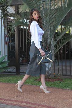MARA Indumentaria  Camisa #croptop blanca #culotte gris