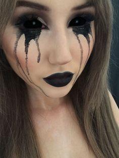 Black Halloween Makeup Ideas To Explore Your Darkest Side #halloweenmakeup #halloweenfun #halloween #lbloggers #halloweencostume #diy