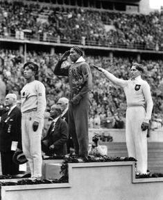 Американский легкоатлетДжесси Оуэнсне побоялся не только приехать в 1936 году на Олимпийские игры в Берлин, в самое сердце нацистской Германии, но и выиграл для своей страны сразу четыре золотые медали.
