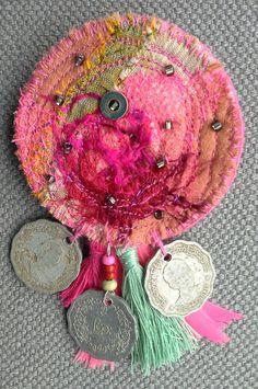 Broche textile hippie chic effets de roses nuances par VeronikB