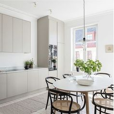 65 Gorgeous Modern Scandinavian Kitchen Design Trends - Lilly is Love Kitchen Interior, New Kitchen, Kitchen Decor, Kitchen Ideas, Warm Grey Kitchen, Stylish Kitchen, Country Kitchen, Scandinavian Kitchen, Scandinavian Style