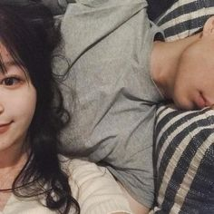 Pin oleh leah di c o u p le g o a ls ❤ ulzzang, korean coupl Cute Relationship Goals, Cute Relationships, Ulzzang Couple, Ulzzang Girl, Cute Korean, Korean Girl, Korean Women, Family Goals, Couple Goals