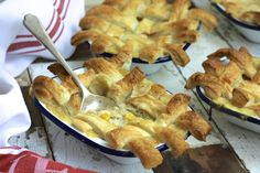 Chicken, sweetcorn and broccoli pie recipe by Katie Bryson.A great way to use up leftover roast chicken, these ultra tasty pot pies have a creamy filling and crisp criss cross pastry crust. Turkey Recipes, Pie Recipes, Broccoli Pie Recipe, Savory Tart, Dinners For Kids, Creamy Chicken, Meal Planning, Tasty, Pot Pies