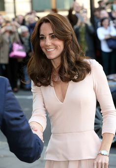 Kate visits the National Portrait Gallery to view her new photos - Photo 1