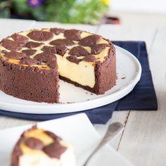 Eier? Butter? Milch? Überbewertet, wenn es nach diesem Kuchen geht. Soja lautet hier die Devise.Wie der vegane Klassiker schmeckt? Cremig, zart und lecker!