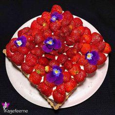 Strawberry tart with pastry cream 🍓 Klassisk dansk jordbærtærte ❤️ Strawberry Tart, Raspberry, Cream, Fruit, Cake, Instagram, Food, Creme Caramel, Kuchen