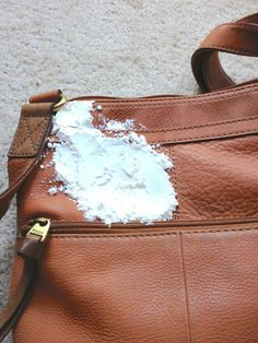 la vie DIY: Put cornstarch on a stained leather bag, let it sit for a few hours. Brush off and stain disappears!