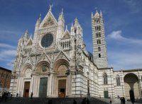 Catedral de Santa María dell'Assunta de Siena (ca.1220) Italia. La catedral de Siena es una de las pocas de Italia construidas completamente en estilo gótico, se empezó en la primera mitad de 1200 y se terminó en 1267.