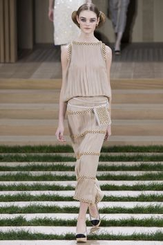 Chanel Spring 2016 Couture Fashion Show - Willow Hand (OUI)