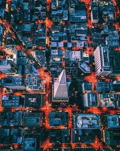 The photographer Dylan Schwartz takes us in the air, on top of the skyscrapers, in order to show us the captivating beauty as well as the vastness of American cities such as Los Angeles and New Yor…