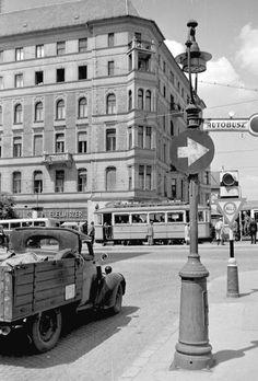 Ilyen is volt Budapest - Mártírok útja (Margit körút) Old Pictures, Old Photos, Vintage Photos, Budapest Hungary, Historical Photos, Arch, Street View, Marvel, History