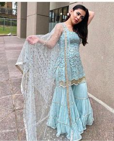 Party Wear Indian Dresses, Indian Fashion Dresses, Designer Party Wear Dresses, Indian Bridal Outfits, Indian Gowns Dresses, Dress Indian Style, Indian Designer Outfits, Pakistani Outfits, Salwar Suits Party Wear
