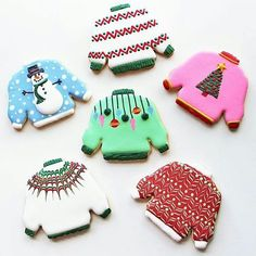 Not-so-ugly Christmas sweaters! Christmas Cookie Cutters, Christmas Sugar Cookies, Christmas Sweets, Holiday Cookies, Christmas Baking, Gingerbread Cookies, Christmas Outfits, Fancy Cookies, Iced Cookies
