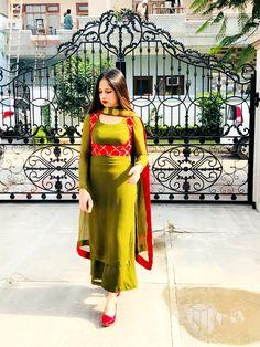 Trendy Ideas For Style Boho Casual Necklaces Salwar Neck Designs, Kurta Designs Women, Blouse Designs, Punjabi Suits Designer Boutique, Indian Designer Suits, How To Wear Shirt, Embroidery Suits Design, Dress Indian Style, Indian Dresses