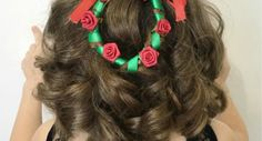 Here is a great Christmas wreath hairstyle for short hair! This one is so cute, easy and festive. Come learn how to do it! Christmas Hairstyles, Winter Hairstyles, Quick Hairstyles, Girl Hairstyles, Christian Wife, Christmas Wreaths, Christmas Christmas, Short Hair Styles, Hair Makeup