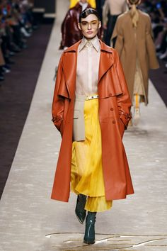Fendi Fall Winter 2019 Fall Winter 2019 trends Runway coverage Ready To Wear Vog. Fendi Fall Winter 2019 Fall Winter 2019 trends Runway coverage Ready To Wear Vogue colored leather Fashion Week Paris, Trend Fashion, Milano Fashion Week, New Fashion, Runway Fashion, Fashion Outfits, Womens Fashion, Fashion Design, Fall Fashion