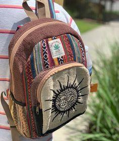 Mode Hippie, Hippie Vibes, Hippie Style, Mochila Grunge, Hippie Backpack, Grunge Backpack, Mochila Hippie, Hippie Bags, Hippie Purse