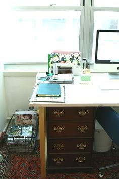 Little Green Notebook: Organizing a Desk with No Drawers
