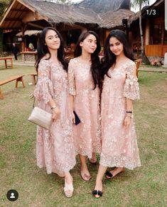 We love this baby pink lace dress for bridesmaid attire! Inspired from Dress Brokat Modern, Kebaya Modern Dress, Kebaya Dress, Dress Pesta, Kebaya Lace, Kebaya Pink, Kebaya Brokat, Dress Muslim Modern, Kebaya Hijab