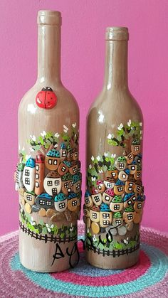 Wine Bottle Crafts – Make the Best Use of Your Wine Bottles – Drinks Paradise Glass Bottle Crafts, Wine Bottle Art, Diy Bottle, Recycled Glass Bottles, Stone Crafts, Rock Crafts, Arts And Crafts, Art Pierre, Rock Painting Designs
