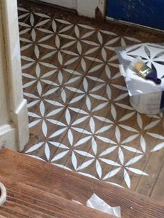 Great idea! DIY hardwood flooring decoration solution - looks just like wood inlay after staining.