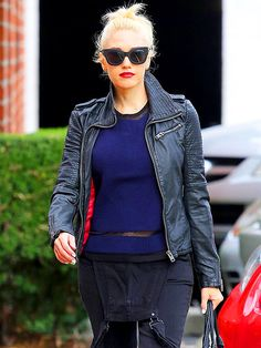 Style icon Gwen Stefani stays on trend in matte black cat-eye sunnies! After all, matte frames are so IN these days!