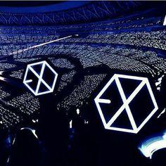 e x o ♡ Lightstick Exo, Chanyeol Baekhyun, Kpop Exo, Park Chanyeol, Concert Crowd, Exo Concert, Exo Album, Exo Official, Exo Lockscreen