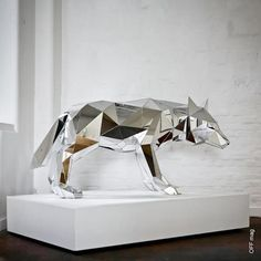 Wolf Sculpture by Arran Gregory  http://www.facebook.com/photo.php?fbid=373847049350120=a.225969164137910.53463.225961950805298=3=1