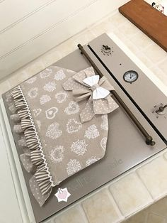Copriforno Shabby Chic Arts And Crafts, Diy Crafts, Shabby Chic Homes, Sewing Tutorials, Diy Home Decor, Decoration, Diy Projects, Quilts, Handmade