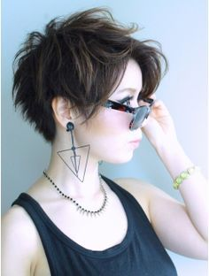 * Messy Pixie Hairstyle - Good back length/cut. Slightly shorter on top/sides. messy, 35 Messy Pixie Hairstyle that you will totally adore - Reny styles Choppy Pixie Cut, Messy Pixie Haircut, Short Pixie Haircuts, Pixie Hairstyles, Short Hairstyles For Women, Hairstyles 2018, Choppy Layers, 2018 Haircuts, Choppy Hair