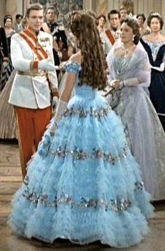 Sissi's (Elisabeth of Austria) turquoise gown - Sissi, The Young Empress. I love the gown and the hair. Sissi's (Elisabeth of Austria) turquoise gown - Sissi, The Young Empress. I love the gown and the hair. Romy Schneider, Golden Age Of Hollywood, Old Hollywood, Sissi Film, Empress Sissi, Stars D'hollywood, Movie Costumes, Historical Costume, Beautiful Gowns