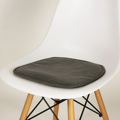 Eames Chair Cushion Swing Kuching 102 Best Dining Chairs Images Lunch Room Table Seat Furniture Design Cushions Home