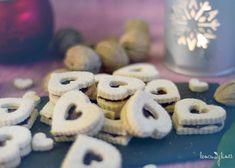 Linecká srdíčka Cookies, Desserts, Food, Tailgate Desserts, Biscuits, Deserts, Essen, Dessert, Cookie Recipes