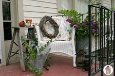 Small Front Porch Decorating Ideas | to decorate the front porch in 5 minutes or less