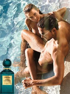 Everyone is talking about my favorite designer Tom Ford's new Neroli Portofino fragrance naked campaign, models Josephine Skriver and Jamie Jewitt pose naked in a pool ,the campaign was shot by Jeff Burton. Tom Ford Neroli Portofino, Josephine Skriver, Black Orchid Tom Ford, Perfume Adverts, Gucci, Ford News, New Fragrances, Advertising Campaign, Fashion Advertising