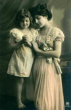 Vintage Rose Album: Mom with daughter