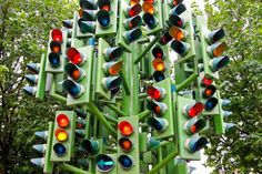 Smarter traffic light programming could help cut carbon emissions, MIT study shows Real Estate Articles, Real Estate Information, Real Estate News, Selling Real Estate, Kaiserslautern, Residential Real Estate, Traffic Light, Selling Your House, Light Art