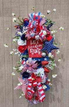 Let freedom ring: of July wreath, door decoration Fourth Of July Decor, 4th Of July Decorations, 4th Of July Party, July 4th, 4th Of July Wreath, Patriotic Wreath, Flag Wreath, Snowman Wreath, Patriotic Crafts
